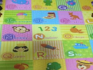 子供用プレイマットの一部分の写真