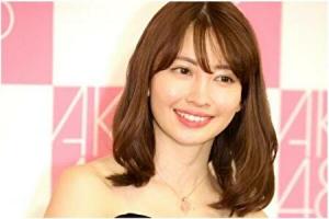 小嶋陽菜がインタビューに答えているところ