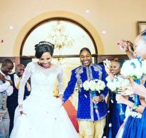 セメンヤがパートナーと結婚式を挙げているところ