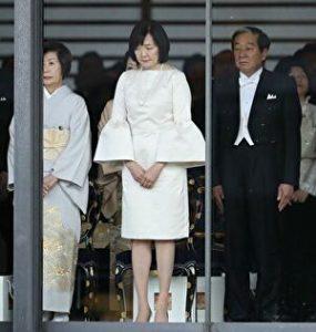 安倍昭恵夫人が天皇即位の際に着ていたワンピース姿