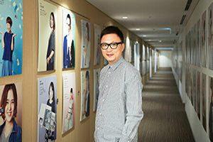 石川康晴社長の前身写真
