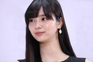 新川優愛の小顔が際立つ写真