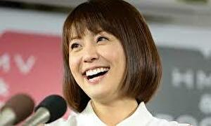 小林麻耶の笑顔の写真